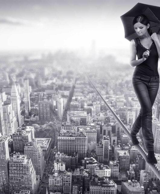 Femme funambule sans peurs
