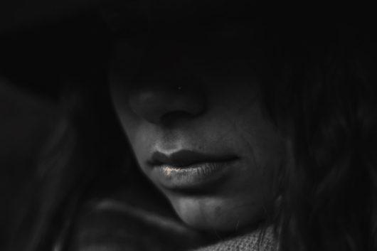 une fille dans le noir dépression