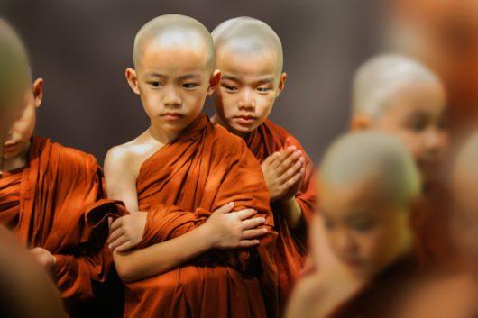 jeune moines bouddistes