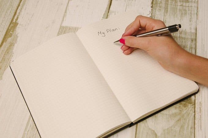 cahier page main stylo