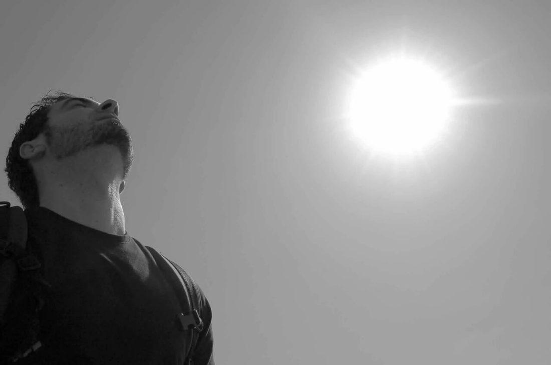 homme ciel soleil air