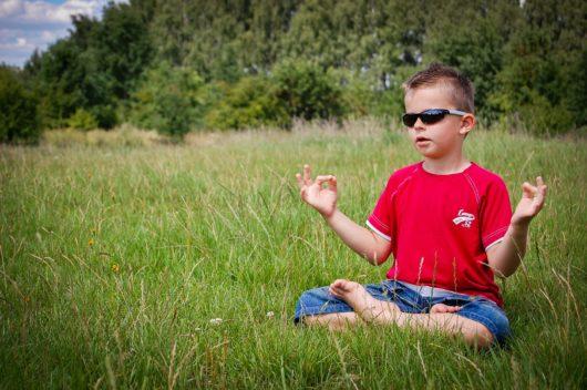 enfant méditation dans la nature mika denissot retraite méditative bali