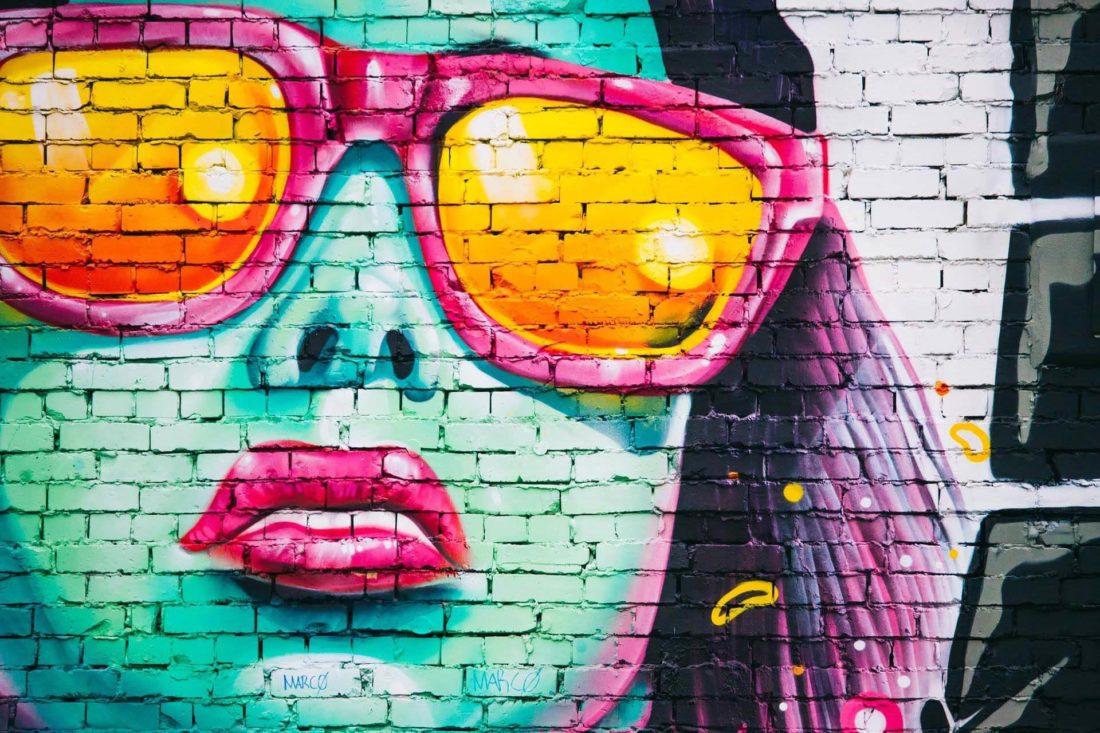 Artiste tag sur mur